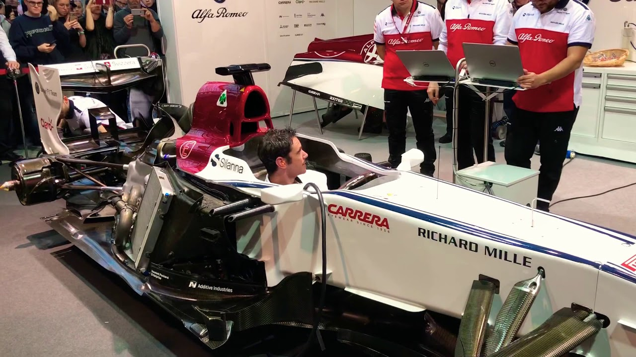 Live F1 Sauber from 2010 | Hear it rev and see the blue shooting flames